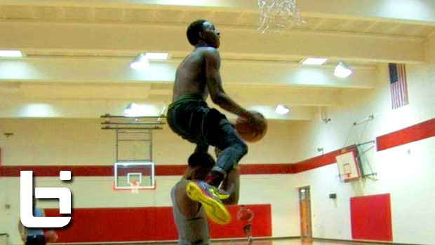 Kwe Parker Does John Wall's NBA Dunk Contest Dunk with EASE!