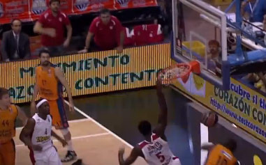 Euroleague: Othello Hunter dunks on Ramain Sato