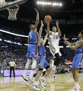 Anthony Davis scores 28 in 34 point win over OKC