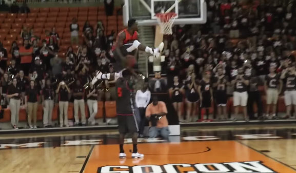 Ike Nwamu throws down some sick dunks at Mercer Midnight Madness