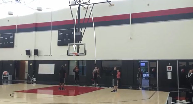"""Get the f**k outta here!"" Damian Lillard beats LaMarcus Aldridge in over-the-backboard trick shot contest"