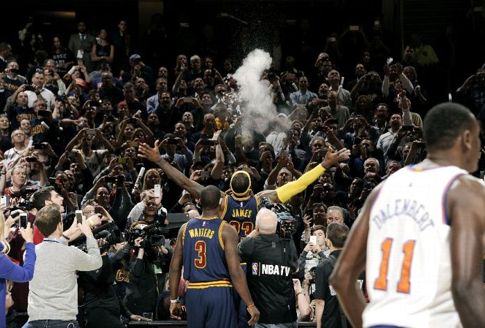 Knicks spoil LeBron's Homecoming | Best Pics, Clips, Stats, Quotes from the Game
