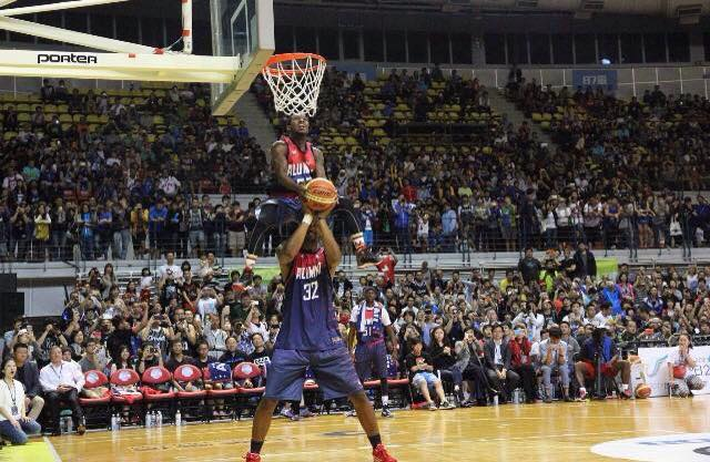 5'5 Porter Maberry shows off his insane hops in Taiwan All-Star game