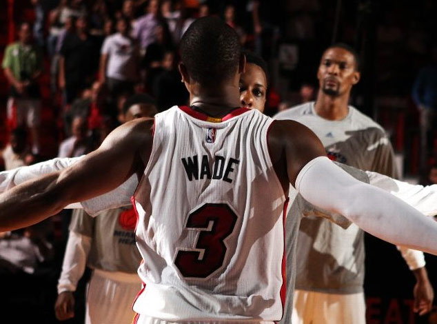 Dwyane Wade makes a lucky bounce trick shot vs the Rockets