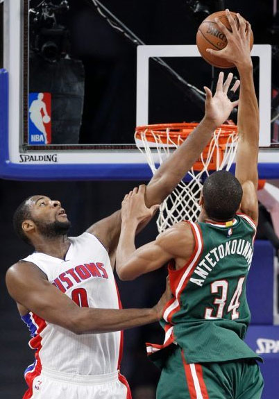 Giannis Antetokounmpo Dunks on Andre Drummond