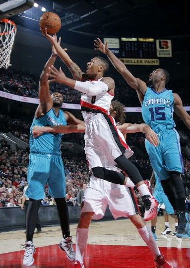 Damian Lillard saves the day with 29pts, 7asts & great defense on Gary Neal