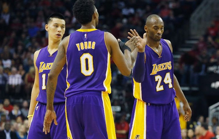 The Old Kobe & Young Nick show continued in Houston, Kobe scores 29 in win