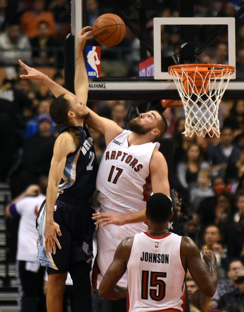 Dunk of the Night: Tayshaun Prince posterizes Valanciunas