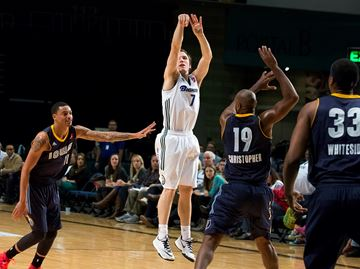Brady Heslip breaks his own D-League record with 13 3-pointers