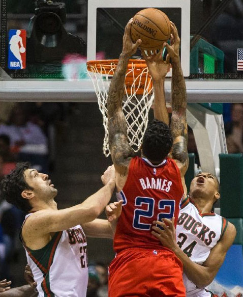 Matt Barnes scores season-high 26 points & dunks on Giannis Antetokounmpo