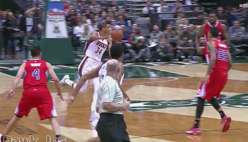 Giannis Antetokounmpo no-look pass to Jabari Parker for the dunk, scores 20pts vs Clippers