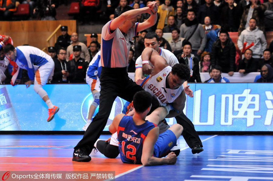 Metta World Peace's replacement, Daniel Orton, starts brawl in Chinese Basketball Game