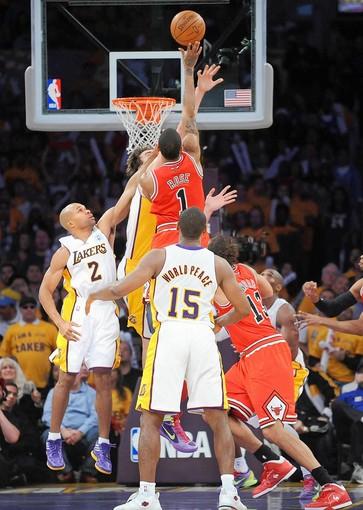 Flashback: Derrick Rose game winner vs Lakers on Christmas day (2011)