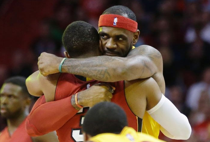 Top 12 Images From LeBron's Christmas Homecoming Game vs the Heat