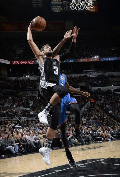 Marco Belinelli crossed and then dunked on Serge Ibaka