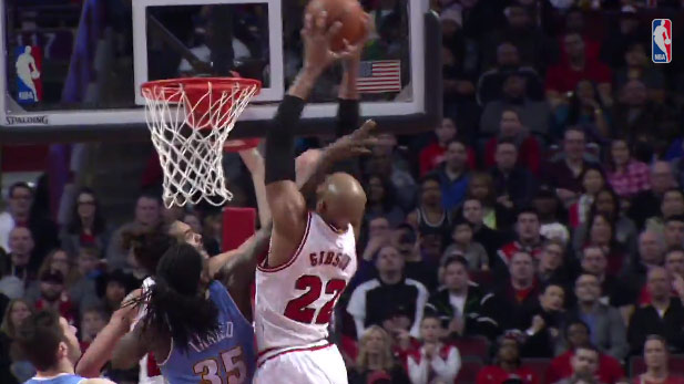 Taj Gibson monster put back dunk over Kenneth Faried