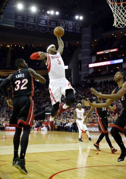 """Josh Smith drives through the entire Heat """"defense"""" and dunks"""