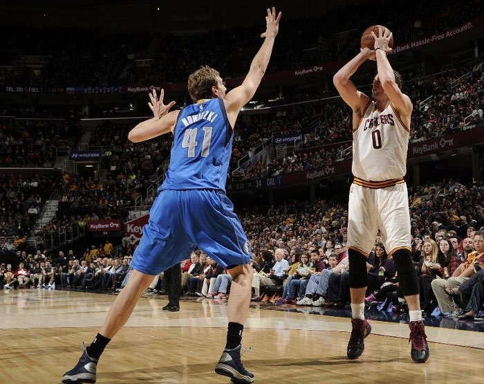 Kevin Love scores season-high 30pts vs Dirk & the Mavs