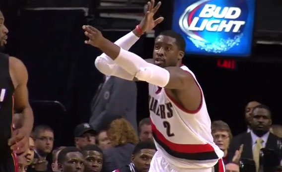 Wesley Matthews spins Dwyane Wade around before hitting the step-back 3