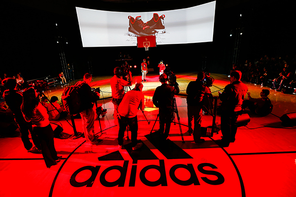 adidas-D-Lillard-1-hero-court-shot