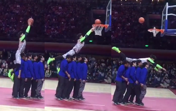 Chinese dunker tries to dunk over 5 people, gets mocked by one of the best dunkers in the world