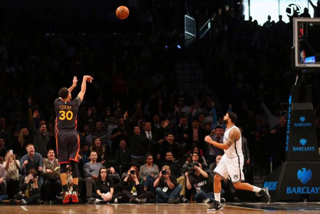 """Stephen Curry Catches Fire in 4th quarter as Brooklyn fans chant """"MVP"""""""