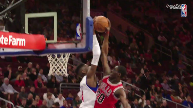 Nerlens Noel rejects Tony Snell's dunk & dunks on Mirotic