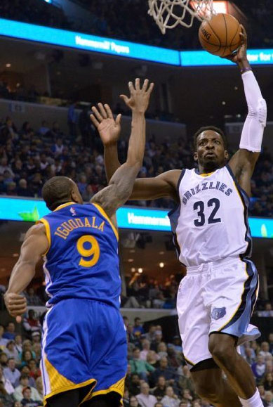 Did Iguodala try to give Jeff Green a high-five or block his dunk