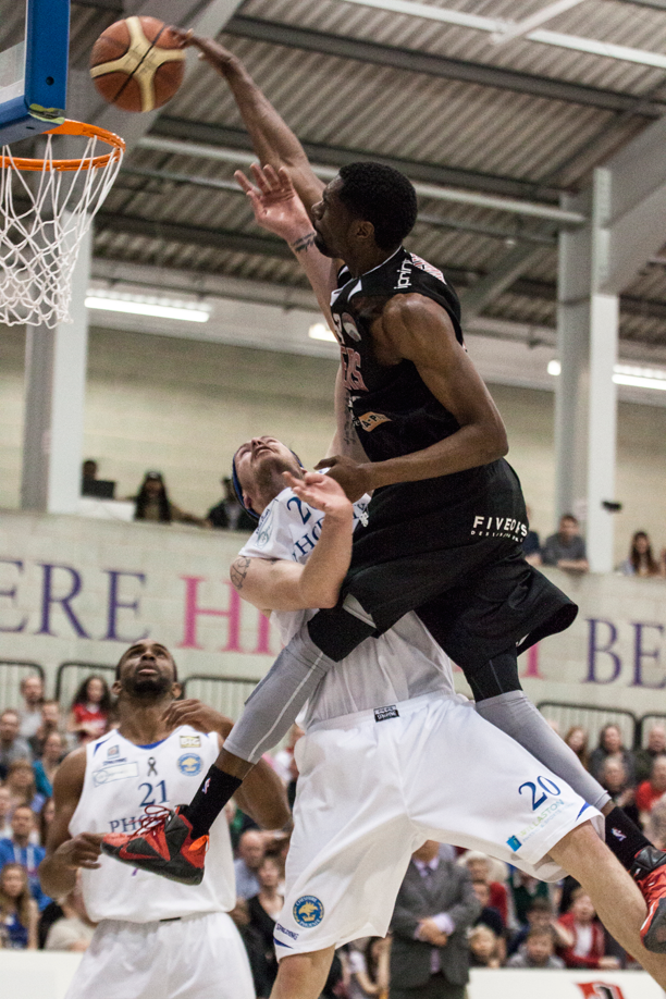 TrayVonn Wright With One of the Best Dunks of the UK Season