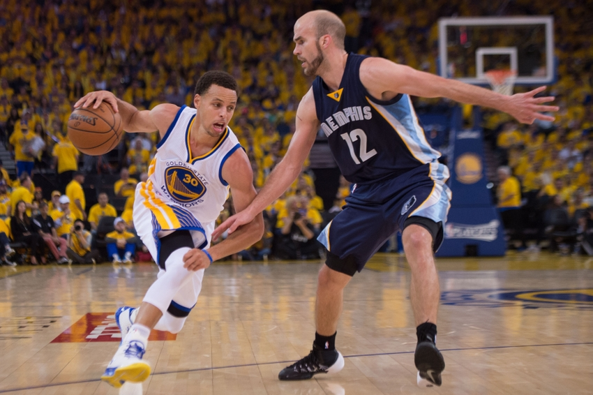 Steph Curry crosses Beno & Zach, hits a step-back 3 while running back down the court in GM1 vs the Griz