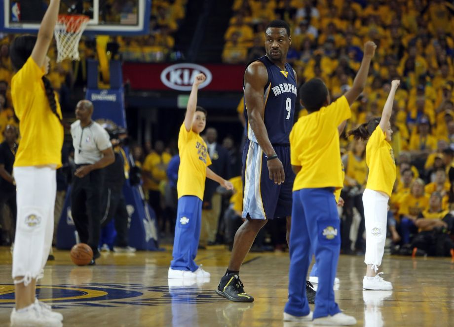 Tony Allen Gets Booed For Walking Through Warriors Kids' Dance Routine in GM1