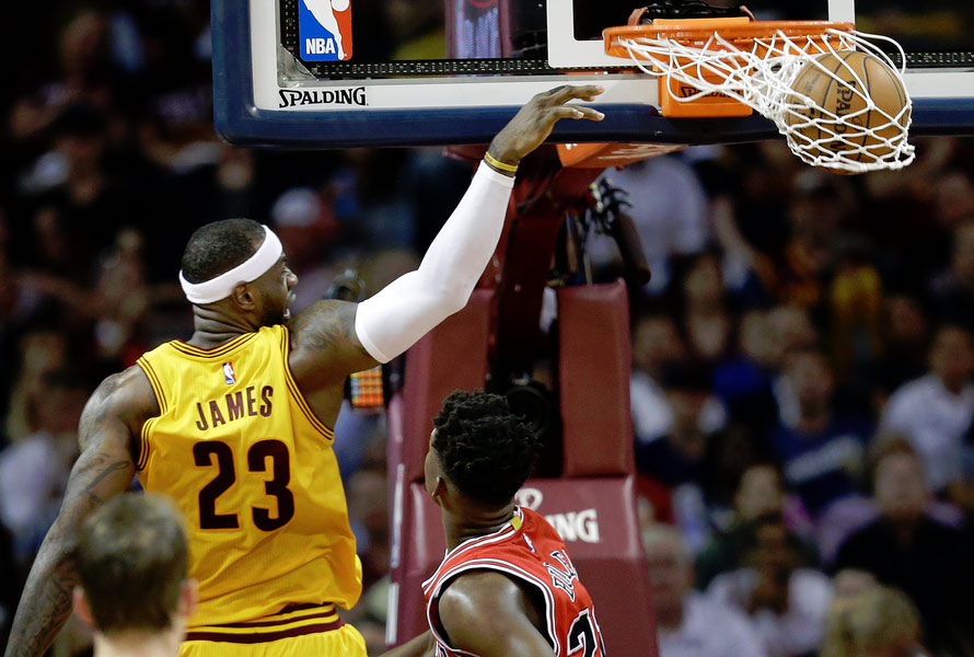 LeBron James Brings the Headband Back, Scores 33 in GM2 Win
