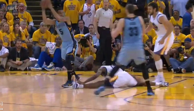 Courtney Lee Makes Harrison Barnes Do A Painful Looking Split