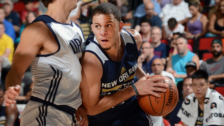 150711180200-seth-curry-lv-pelicans-v-mavericks.video-player