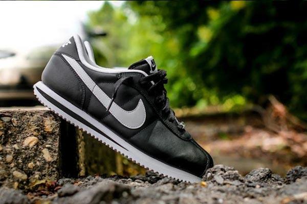 Nike-Cortez-Basic-Leather-06-Black-White-681x454