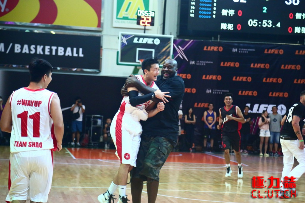 Shaq & Mike Miller Have A 3-Point Shootout in Hong Kong