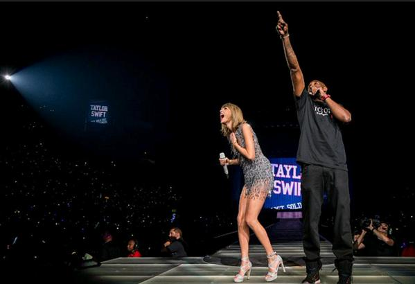 Kobe Bryant Presents Taylor Swift With A Banner at Staples Center