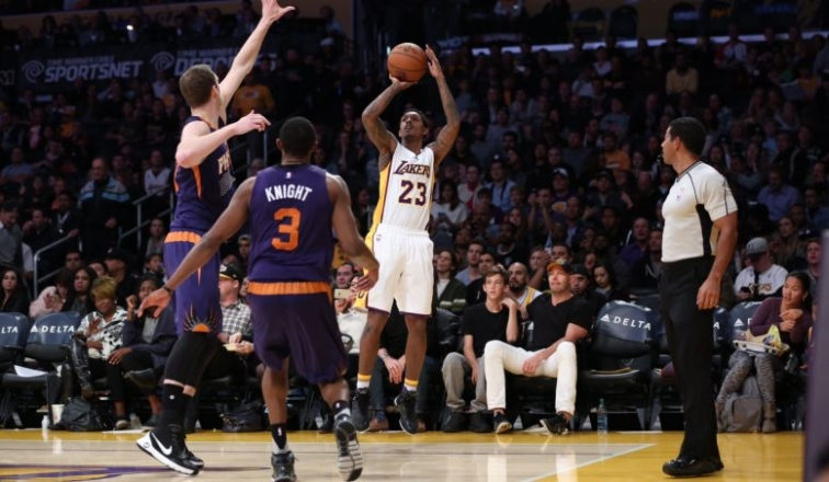 Lou Williams Scores Season-High 30 as Lakers Beat Suns by 20
