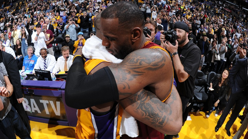 160311024503-kobe-bryant-lebron-james-cleveland-cavaliers-v-los-angeles-lakers.1000x563