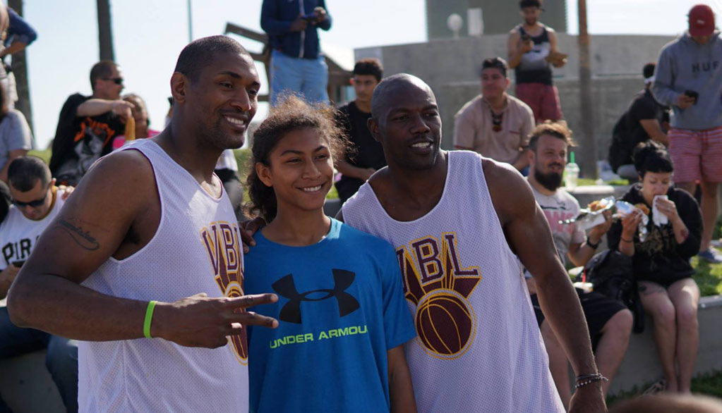 "Terrell Owens Playing With Metta World Peace's ""Panda's Friend"" Team at VBL"