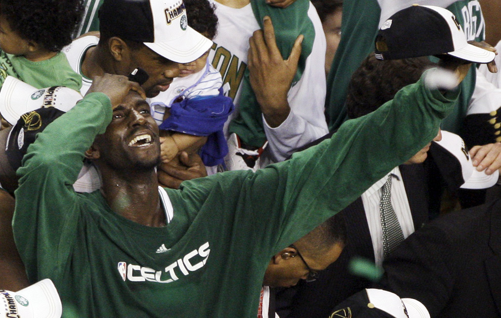 "0de1b53fb47b (2008) Kevin Garnett Screams ""Anything is Possible"" instead of ""Impossible  is"