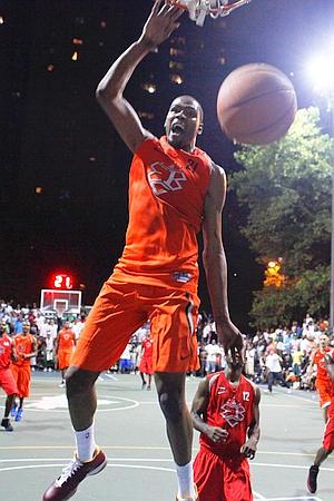 c2d7d8bb325 Kevin-Durant-2 8-1-2011 EBC Basketball - DC Power vs. Sean Bell Allstars