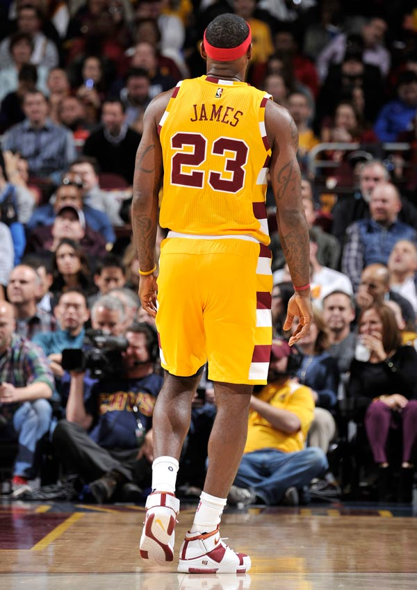 616fecef40a Unfortunately since LeBron brought back some kicks from nearly eleven years  ago… they didn t fit. LeBron had to switch his shoes out during the game  and ...