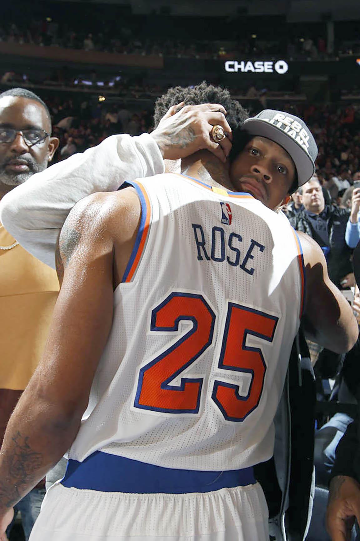 f9a5c0c33f36 Allen Iverson Embraces Derrick Rose